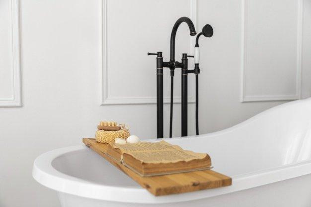bathroom-interior-design-with-bathtub_23-2148848686.jpg